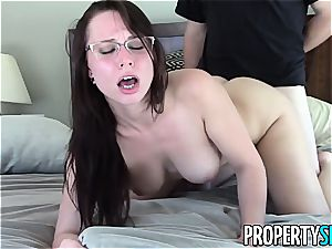 PropertySex Real Estate Agent Has crazy hookup With client