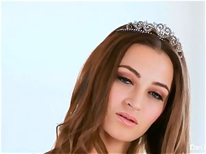 queen Dani Daniels gets jizm on her arse