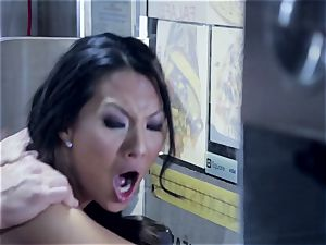 Asa Akira is downright wood cooked in a quick food trailer