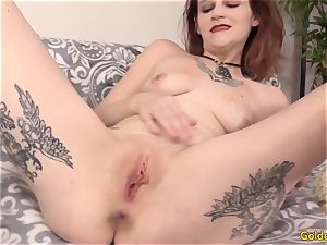 Mature breezy Isis stretches Her legs for a long manstick