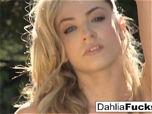 Dahlia's fabulous outdoor solo