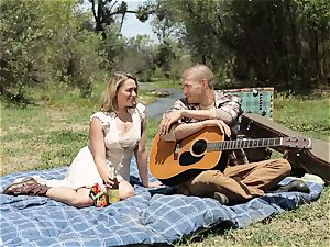 Mia Malkova porked nut sack deep in the poon crevice outdoors