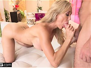 splashing Brandi love likes having a fuckpole in her gash