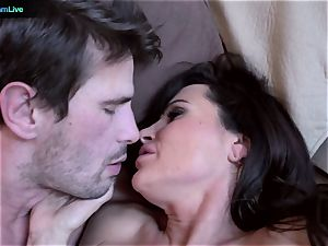 mummy superstar Lisa Ann goes for a morning bang-out