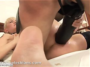 OMG! It's really rock-hard! a daughter fucks her mommy in the booty