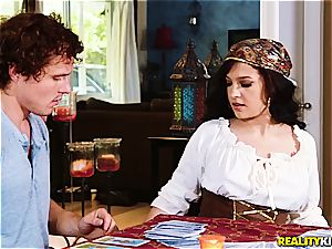 Gypsy fortuneteller predicts a plenty of of boinking in Robby's future