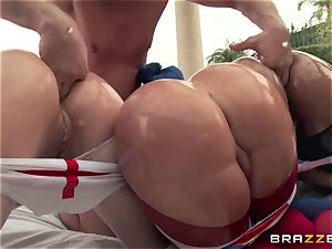 ass-fuck hook-up with 3 nasty hefty donk bitches Krissy Lynn, Nikki Delano and Rose Monroe