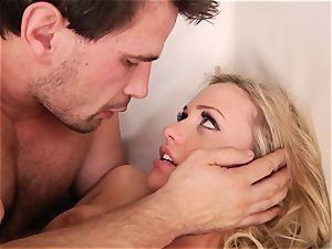 Rampant Mia Malkova likes getting penetrated rock-hard and raunchy