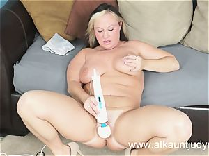 Gabriella Banks is feeling excellent stimulations on her wet cootchie.