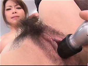 Maki Hojo leaves the manager to tear up her at work