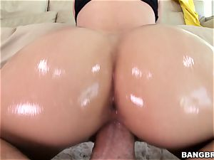 Jessa Rhodes is lubricated up and well-prepped to be nailed