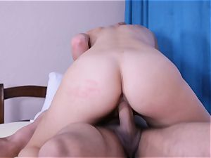 Scarlet red romped in her pinkish vulva