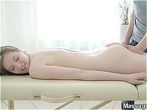 Pretty stunner Belinda melts in the masseur's arms