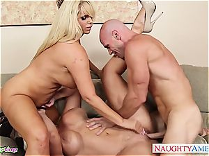 Smoking scorching Alura Jenson takes on 2 spears at once