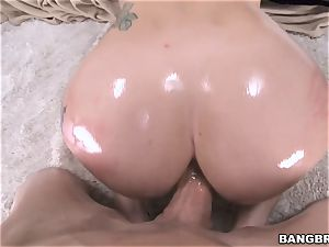 meaty arse brown-haired Mandy Muse riding penis