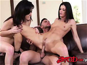 India Summer in an super hot cougar threeway