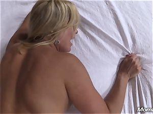 super-steamy blond cougar internal cumshot sensation