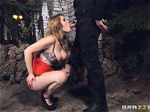 torrid prostitute Hanna Montada deep throats and ravages a filthy cop