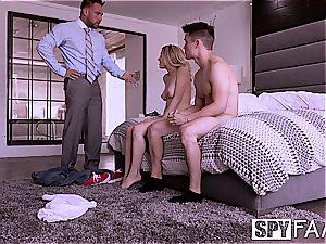 SPYFAM beau observes gf boink Step daddy