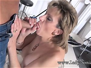 camera guy Face pounds Mature dame Sonia